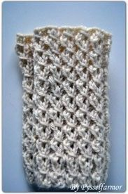 Swedish pattern for cuffs with fake braids, by the amazingly talented Pysselfarmor Stick O, Fingerless Mittens, Boot Cuffs, Knitting Socks, Rose Buds, Handicraft, Arm Warmers, Fiber Art, Diy And Crafts