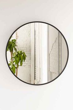I have been crushing big time on round mirrors lately.  They make perfect statement pieces over fireplaces, in bathrooms, over beds, over sofas.... well you get