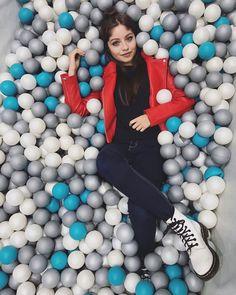 Karol Sevilla Disney Channel, Sou Luna Disney, Victor Ortiz, Sunflower Wallpaper, Sofia Carson, Story Instagram, Son Luna, Disney Stars, Sexy Asian Girls