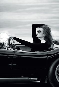 Black and White Photography of Women: How Take Beautiful Pictures – Black and White Photography Black White Photos, Black And White Photography, Patrick Demarchelier, Photo D Art, Monochrom, Poses, Car Girls, Portraits, Look Fashion