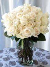 25 white long stem roses bouquet shipped directly from our certified environmentally friendly, rain forest certified farm. Water Flowers, Cut Flowers, Mother Day Wishes, Beautiful Bouquet Of Flowers, Hearts And Roses, Little Gardens, Rose Bouquet, Calla Lily, White Roses