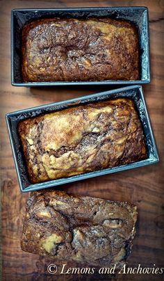 Banana Nutella Bread - tried and very good. I added about 3 tbsp of Amber rum, 4 bananas and made 1 loaf w/Nutella and 1 without. Just Desserts, Delicious Desserts, Dessert Recipes, Yummy Food, Think Food, I Love Food, Nutella Banana Bread, Nutella Chocolate, Nuss Nougat Creme