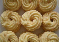 Yuk kita bikin Resep Kue Sagu Keju yang renyah dan enak. Selain bentuknya yang cantik, tekstur kue kering lebaran ini juga lembut dan pas untuk dilidah