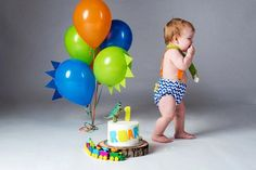 1 Year first birthday boy dinosaur cake Smash & Splash! DIY Dinosaur balloons — Kristi Williams Photography The Effective Pictures We Offer You About Birthday Cake designs A quality pict Dinosaur First Birthday, Boys First Birthday Party Ideas, Birthday Themes For Boys, Baby Boy First Birthday, Boy Birthday Parties, Diy Birthday, Flower Birthday, Birthday Cake Smash, First Birthday Cakes