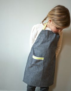 Quality Sewing Tutorials: Kid's Ric Rac Apron tutorial from Purl Bee … Sewing Hacks, Sewing Tutorials, Sewing Crafts, Sewing Patterns, Sewing Ideas, Kids Apron Patterns, Dress Patterns, Embroidery Patterns, Sewing Projects