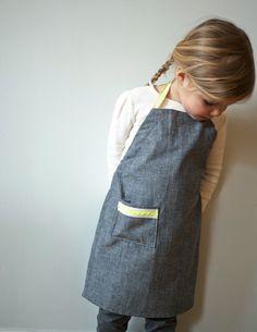 Quality Sewing Tutorials: Kid's Ric Rac Apron tutorial from Purl Bee … Purl Bee, Sewing Tutorials, Sewing Crafts, Sewing Patterns, Sewing Ideas, Kids Apron Patterns, Dress Patterns, Sewing Projects, Sewing Diy