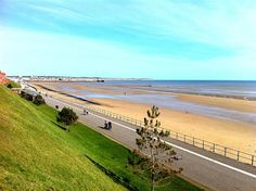 Bridlington long sweeping beach.lovely. East Yorkshire, Yorkshire England, Butlins, Northern England, Great Places, Amazing Places, Seaside Towns, South Beach, East Coast