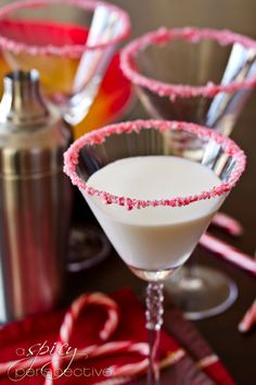 Peppermintini (4 peppermint candy canes 3 Tbs sugar + 2 Tbs water 4 oz white chocolate liqueur 2 oz vanilla vodka 2 oz half-and-half 1/4 tsp Pure Peppermint Extract)