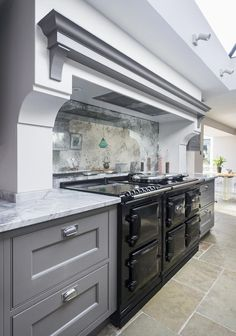 Lewis Alderson & Co, Hartley Kitchen. The centre-piece for this design is the AGA Total Control, set in to our trademark hand-made chimney breast with antique mirror splash-back which has beautiful light reflection. Barn Kitchen, Kitchen Remodel, Luxury Kitchens, Kitchen Design, Mirror Backsplash Kitchen, Best Kitchen Designs, Modern Kitchen, Kitchen Splashback, Kitchen Mirror