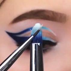 Cat Eyeliner Tutorial, Winged Eyeliner Tricks, Eyeliner Shapes, Perfect Winged Eyeliner, Smokey Eye Makeup Tutorial, Eye Liner Tricks, Natural Eyeliner Tutorial, Eyeliner Ideas, Face Contouring Makeup