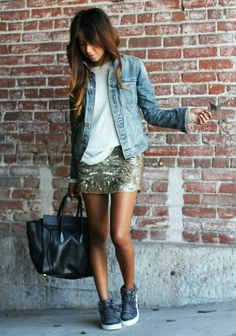 Dress in a light blue denim jacket and a gold print sequin mini skirt to get a laid-back yet stylish look. When not sure about what to wear when it comes to footwear, go with a pair of charcoal high top sneakers. Mode Outfits, Skirt Outfits, Sequin Skirt Outfit, Gold Sequin Skirt, Sparkly Skirt, Swag Dress, Denim Shirt Outfits, Look Fashion, Autumn Fashion