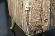 Tavolinetto in legno di Rovere sostenuto da gambe stile anni '50.