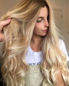 """268 Likes, 1 Comments - Hottes Hair Design (@jamiehottes_hair) on Instagram: """"Long Hair For Days ✔️⭐️ freehand painted roots @wellahair Blondor +12% ends 2.7%+ @olaplex toned…"""""""