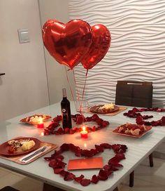 Romantic Dinner Tables, Romantic Dinner Setting, Romantic Date Night Ideas, Romantic Dinners, Romantic Gifts, Romantic Food, Romantic Valentines Day Ideas, Romantic Picnics, Valentines Day Decorations