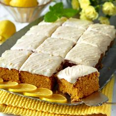Bjud på saftig citron- och morotskaka med ljuvlig glasyr Bagan, No Bake Cookies, No Bake Cake, Real Food Recipes, Baking Recipes, No Bake Desserts, Dessert Recipes, Swedish Recipes, Bun Recipe