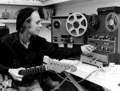 Brian Eno con sus juguetes