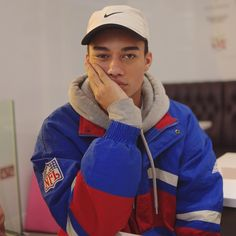 "26.5 k mentions J'aime, 165 commentaires - Reece King (@reeceking_) sur Instagram : ""wow i shouldn't upload another pic with this pose yet again but whatever i think i look cute af &…"""