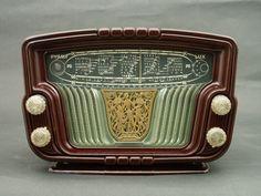 French radio Pygmy Lux (1953). Exquisite detail, modern plastics. source: radio museum. via Planet Antique Radio