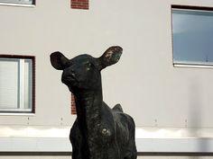 Miina Äkkijyrkän vasikkapatsas on vihdoinkin takaisin Maunulassa Helsinki, Sweet Home, Statue, House Beautiful, Sculptures, Sculpture