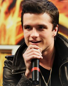 Josh Hutcherson.....he is gorgeous! I mean....look at those eyes!