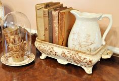 Imaginative Display: Cups stacked under a cloche, pitcher & books in a service/baking piece! Antique Dishes, Vintage Dishes, Vintage China, Vintage Kitchen, Shabby Vintage, Vintage Home Decor, Dish Display, Living Vintage, Vintage Display