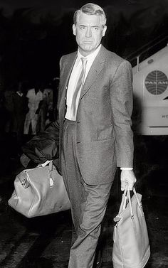 Cary Grant - Late Traveling with style. Golden Age Of Hollywood, Hollywood Glamour, Hollywood Stars, Classic Hollywood, Old Hollywood, Hollywood Actor, Cary Grant, Classic Movie Stars, Classic Movies