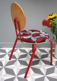 Si vous aimez la couleur et les motifs, c'est par ici. Avec de jolis meubles en tissu wax. Parce que le wax, c'est beau et c'est déco.