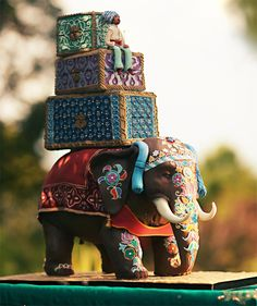 WOW, loving the detail on this work of art. Too beautiful to eat!  #weddingcakes, #elephantdecor
