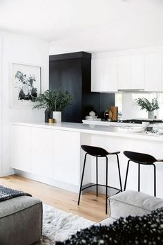 Design Ideas to achieve a perfect house décor! -Home Design Ideas to achieve a perfect house décor! - 25 gorgeous minimalist white kitchen design and decor ideas 13 White Kitchen Interior, Home Decor Kitchen, Interior Design Kitchen, New Kitchen, Home Kitchens, Kitchen Dining, Kitchen Island, Kitchen Black, Minimal Kitchen