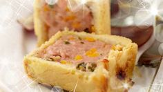 Individual Pork Pies with a Mediterranean Salad Pork Meat, Sauteed Vegetables, Tasty, Yummy Food, Sausages, Sausage Recipes, Serving Dishes, Real Food Recipes