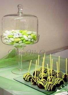 Green sweet table cake pops.