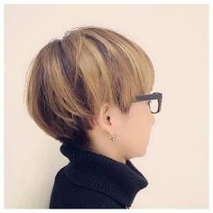 Japanese Short Hair, Asian Short Hair, Short Hair Cuts, Short Hairstyles For Women, Hairstyles With Bangs, Cool Hairstyles, One Hair, Hair Dos, Bob Hair Color