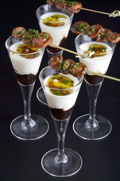 Crema de patates del bufet amb bolets i pinyons    Montserrat Catering