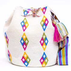 Cabo Wayuu Mochila bags are intricate in their designs, can take approximately 18 days to weave. Hand Woven Strap using woven one thread. Handmade in South America by the indigenous Wayuu people. Crochet Handbags, Crochet Purses, Crochet Bags, Mochila Crochet, Tapestry Crochet Patterns, Tapestry Bag, Boho Bags, Knitted Bags, Crochet Accessories