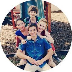 """Girl Meets World"" stars Rowan Blanchard, Sabrina Carpenter, Peyton Meyer and Corey Fogelmanis look so great in this photo! Sabrina Carpenter, Riley Matthews, Disney Channel Shows, Disney Shows, Zac Efron, Girl Meets World Cast, Corey Fogelmanis, Peyton Meyer, Rowan Blanchard"
