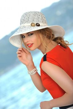 American beauty by Mehmet Yalhı on Black And White People, Western Look, Moda Chic, Love Hat, Cute Hats, India Fashion, Girl With Hat, Classy And Fabulous, White Fashion