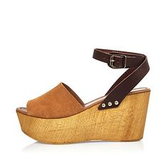 Brown leather wedge heel sandals 65,00 €
