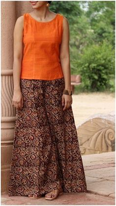 Kalamkari Flared Palazzo Pants the brilliant colors remind me of the Indian su Kurti Neck Designs, Salwar Designs, Blouse Designs, Indian Dresses, Indian Outfits, Palazzo Pants And Tops, Palazzo Pants Indian, Cotton Palazzo Pants, Plus Size Clothing