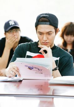 Lee Min Ho, looking gorgeous, reading for Heirs #kdrama