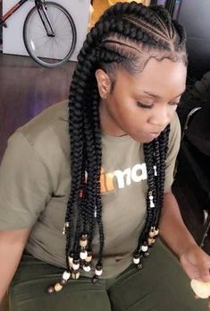 All styles of box braids to sublimate her hair afro On long box braids, everything is allowed! For fans of all kinds of buns, Afro braids in XXL bun bun work as well as the low glamorous bun Zoe Kravitz. African Braids Hairstyles, African American Hairstyles, Twist Hairstyles, Black Women Hairstyles, Summer Hairstyles, Hairstyles 2016, Children Hairstyles, African Braids Styles, Cornrows Hairstyles For Kids