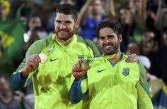 Na raça, no coração e na chuva, Bruno e Alison batem italianos e levam o ouro …