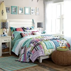 I could totally sleep in this room. LOVE IT!