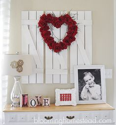 Gorgeous DIY Valentine Wreath! Click image for tutorial.