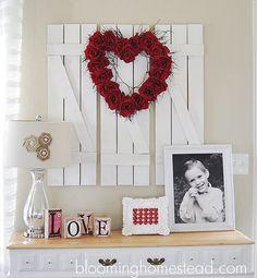 Gorgeous DIY Valentine Wreath! Click image for tutorial.