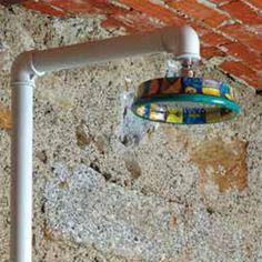"""Pommeau de douche de tête de 25 cm de diamètre en """"Abstrait vert"""" de la collection de robinetterie de salle de bain TU-YO by GRAFFIO. Cette douche de tête en céramique rattachée à la colonne de douche est disponible dans 6 coloris : blanc, noir, rouge, abstrait vert, abstrait rouge et Damas. Optez pour un design brut et puissant à installer dans votre intérieur ou.. votre extérieur. A découvrir sur espritdubain.com"""
