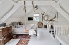 Gorgeous 40 cozy attic loft bedroom design & decor ideas https attic attic bedroom layouts decorating attic bedrooms Attic Bedroom Designs, Attic Bedrooms, Attic Design, Bedroom Layouts, Interior Design, Design Bedroom, Loft Design, Small Bedrooms, Interior Modern