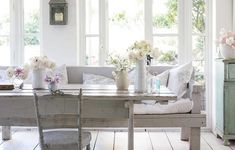 Rachel Ashwell: My Floral Affair: Whimsical Spaces and Beautiful Florals - Garden Home Shabby Chic Style, Shabby Chic Decor, Interiores Shabby Chic, Parisian Apartment, Shabby Chic Interiors, Tiny Spaces, Beautiful Space, My Dream Home, Modern