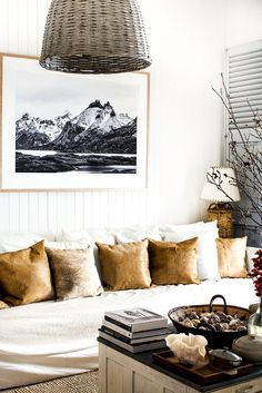 i was so excited to see that the uber talented Kara Rosenlund had posted new photos of her amazing home. We have big love for her here and I am always so inspi