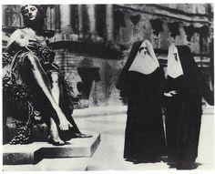 Tina Modotti: Street scene, Berlin 1930