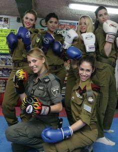 Presumptuous Politics: The Difference between Women in America and in Israel Idf Women, Military Women, Israeli Female Soldiers, Israeli Girls, Women In America, Military Girl, Armed Forces, Special Forces, Beautiful Women
